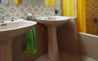 Is It Time To Replace Your Bathtub with a Walk in Shower?