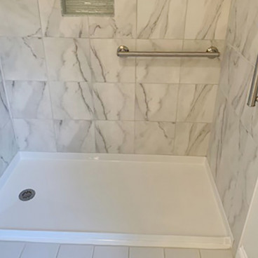 curb free shower pan with tiled walls
