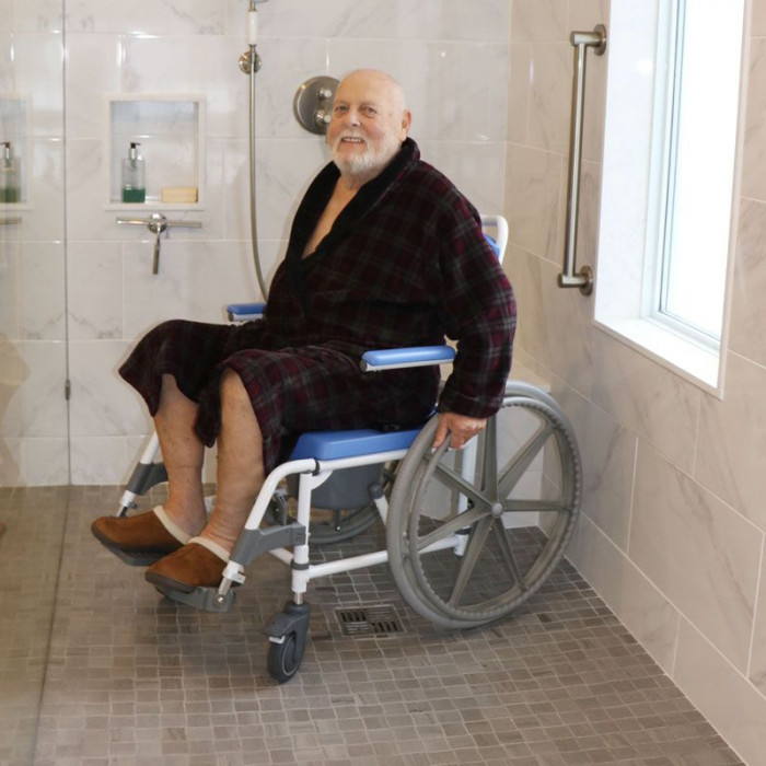 Self Propelled Rolling Commode Shower Chair 18 Quot Wide Seat