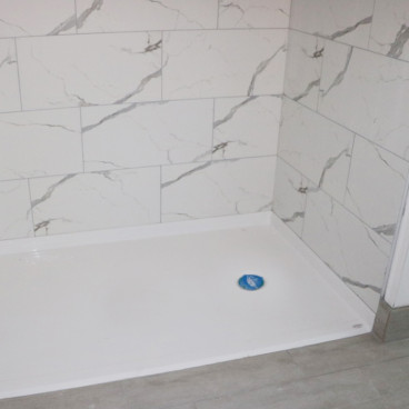 ada compliant shower pan that is wheelchair accessible