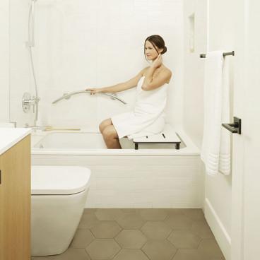 decorator crescent bar in the bath
